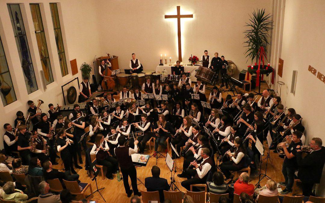 Musikverein Emmelshausen begeistert mit märchenhaftem Weihnachtskonzert